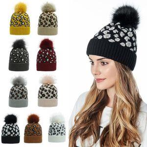 Le donne inverno Cappello Beanie lavorato a maglia 2020 Ear Vintage Leopard Print Big Fluffy Pompon Cuffed Calotta esterna coperchio della testata da sci