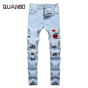 QUANBO 8 colori Mens jeans strappati 2020 nuovo modo del ricamo della Rosa Jeans Uomo Azzurro Slim Fit Stretch denim dei pantaloni della matita 42