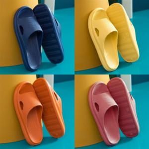iFN8 Classic slippers slipper Summer woman men Cartoon Big Head Slippers Leatherletter high quality Bath Shoes Hotel woman beach