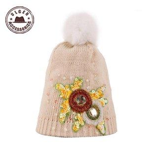 Cappelli a maglia di gioielli disegnati Ulgen progettato con cappello lavorato a maglia beige con fiori invernali invernali Aghi con tappo a sfera [HUL121G4600] 1