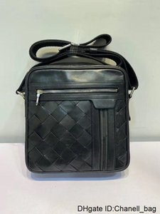6 Wholesales Briefcases Original for Men Top quality Leather Travel Bag Fashion Luggage Cross-body Strap Handbag