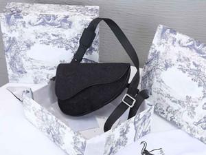 20AW Männer Tasche Mode Sattelkosskörper Neue Vogue Trend Frauen Taschen Grace Designer Schwarz Stil Luxurys Reißverschluss Taschen