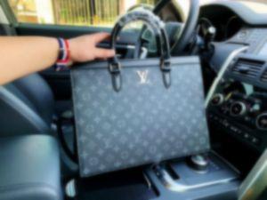 Neue heiße Verkaufs-Marken-Entwerfer-Männer Schulter-Aktenkoffer aus schwarzem Leder Designer-Handtaschen-Geschäftsmann-Laptop-Tasche Messenger Bag FJ053