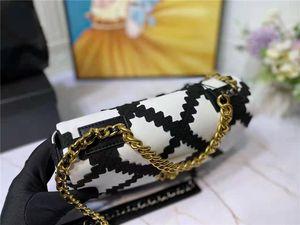 2021 Nouvelle arrivée Sacs à rabat 19bag 19bag Tissu au crochet noir avec sacs à bandoulière en cuir blanc Trois éléments en métal Chaîne de luxe designers de luxe sacs à main