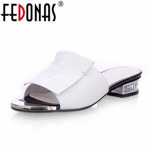Fedonas 2020 Nueva verano de las mujeres de alta calidad de la Plaza de los tacones altos bombea los zapatos de cuero genuinos de la mujer sandalias de punta abierta de las señoras de los deslizadores 1010