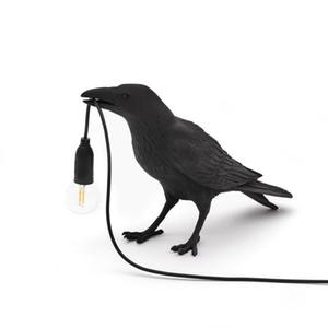 Uccello lampada da tavolo italiano Seletti Uccello lampada moderna Resina Crow Desk per Soggiorno Camera da letto Luce riparo della parete di casa Art Decor