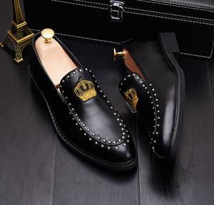 Hot Sale Couro homens sapatos oxfords dos homens bordado vestido sapato coroa negócios para homens negros brancos do casamento do noivo sapatos de sapatos de festa