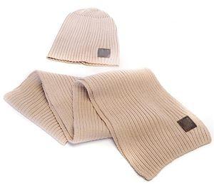 Venta caliente de la marca bufanda de la manera del sombrero de la bufanda de dos piezas fijado para Hombres Mujeres Casual Winter Street Tendencias Gorros color sólido