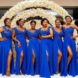 2021 Royal Blue anteriore Split damigella d'onore Lace Abiti Appliques africano damigella d'onore abito nero Ragazze Piano Lunghezza Invitato a un matrimonio abito