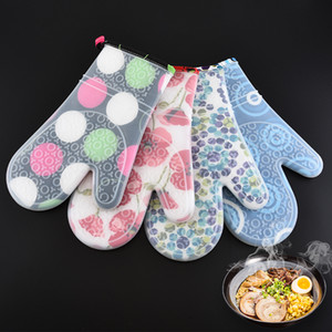 Silicone gloves baking in kitchen anti scalding heat insulation thickened double layer microwave oven anti slip gloves in 4 colorsT3I51674