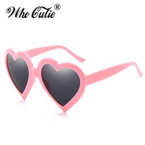 Pembe Cutie WHO Markalı Güneş Gözlüğü Kadınlar Kalp Renkli Gözlük Plastik Aşk Çerçeve Tasarımcı Lady Sun OM472 Retro Shades Qlwak