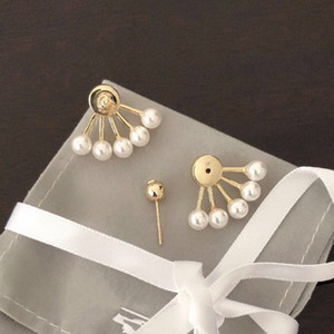 Luxury jewelry designer earrings, classic and simple pearl earrings, fashionable and versatile, brass 925 silver needle, Christmas gift