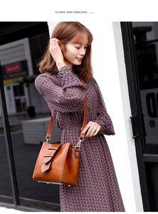 Net red 2020 new wave Korean version of the simple atmosphere handbag shoulder retro female bag messenger bag