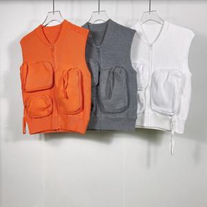 Человек дизайнеры одежды 2020 Multi-карман жилета печати мужской зимы пальто мужчин дизайнеров свитера мужчины одежды белой 025