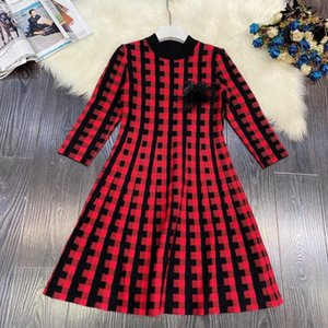 2020 new  high quality  black swan decoration A-line slimming lattice knitted dress ladies dress