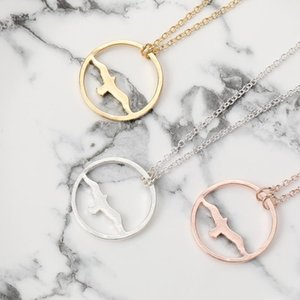 Minimalist Flying Bird Pendant Necklace Animal Eagle Swallow Seagull Round Charm Jewelry Necklace Gift for Freedom