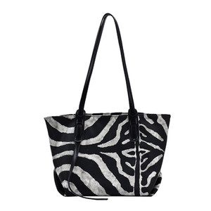 HBP Ms zebra bag large capacity shopping trends in the fall and winter of a single shoulder bag portable bag in Europe