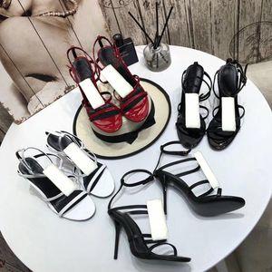 Sandalias de playa Verano Nuevo producto Damas Zapatos de cuero Romano Romano Zapatos de tacón alto Botón de metal Sandalias de Moda Banquete de moda Zapatos 35-41