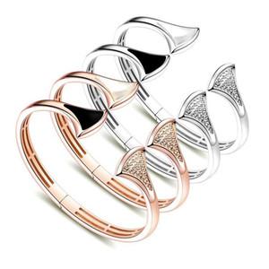2020 designer B-letter fan-shaped black and white shell full diamond opening bracelet Yajin version of women's hot-selling skirt