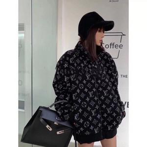 Il nuovo design del 2020 ispessita autunno / inverno cappotto femminile di lana di agnello addensata tutto il corpo stampato zip-up del cardigan di baseball farcito cappotto Corea