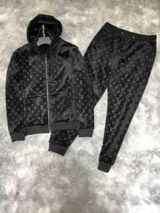 Nueva marca Negro con capucha 2020 establece Men Imprimir Trajes lineliveTracksuit Run invierno de terciopelo de oro masculino Sweatsuit Mens Sporting Trajes Ropa para Hombres