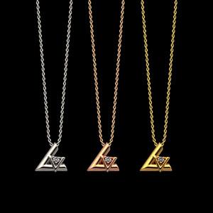 Moda New Titanium Acero V letra Colgante Collar de las señoras Joyería de cristal Adecuado para regalos