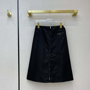 Moda Mujeres Midi Vestidos 21ss Nuevas faldas de hasta la rodilla de alta calidad con triángulo invertido Mark Re-Nylon Style Faldas STAME S-L