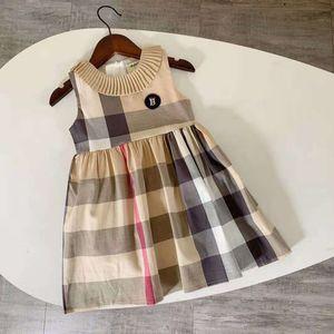 New 2-8T Sommermädchen-Kleidung modische Kleider kariert Kinder für Mädchen Umlegekragen England Artkleider Kleinkindmädchen