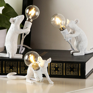Nordic Style Personality Table Lamp Creative Resin Mouse Desk Lamp Bedside Decoration Designer Art Table Light Animal Rat Zodiac Table Lamps