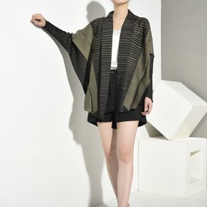 LANMREM New And autumn Fashion Scarf Collar Batwing Sleeves Contrast Colors Pleated Short Cardigan coat WH11706 201013