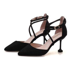 Black breathable fashion niche sandals