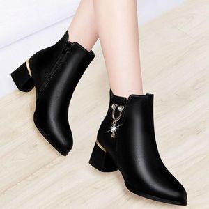 الأحذية 2021 الشتاء المرأة الكعوب مربع الكاحل حجر الراين السيدات الأحذية المعدنية منتصف اللباس أشار تو بوتاس موهير 8799N