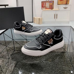 Chaussures décontractées pour hommes chaudes 2021, design de haute qualité Calfskin top, confortable et respirant, chaussures de sport polyvalent pour hommes