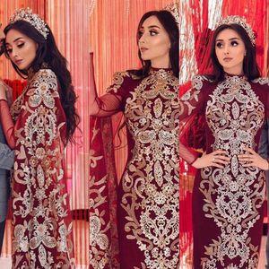 2020 NOUVEAU Sirène Muslim Muslim Bourgogne Robes de soirée Porter une dentelle à col en or Dentelle Appliques perles manches longues tulle cape robe robe de bal