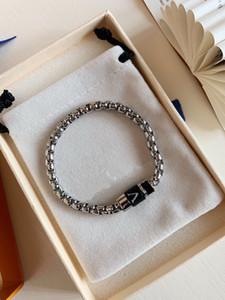 Europa América estilo homens senhora mulheres prata-cor metal bracelete de corrente grossa com envoltório v iniciais charme de couro m63107