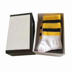 4Pair / Box 100% Baumwolle Mann Socken Mode Mann Lange Sport Socke Casual Business Warme Erwachsene Sweat Socken Geschenksocken