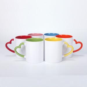 Sublimación Tazas de cerámica 11oz Taza de sublimación blanca con mango de corazón Copa de agua de capa de recubrimiento interno colorido