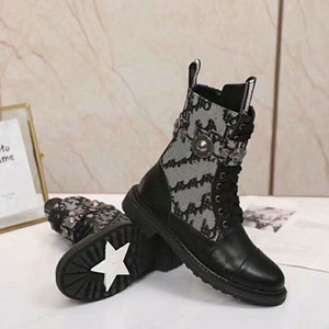 Fashion Lady Martin Boots Fashion Flamingo Love Arrow Medaglia in pelle Rough Desert Boots Inverno Leather Shoes Luxury Donne Scarpe