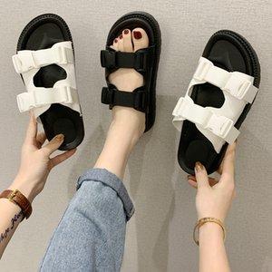 mit kleinen süßen Wind 2020 Plateau-Sandalen web Berühmtheit Peep-Toe-Schnallen ein Wort weibliche Gezeiten flache Plattform Schuhe X1020