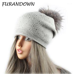 Furandewn Gorros de piel de invierno para mujeres lanas de punto caps de diamantes de imitación pompón gorro de mapache Ball Hat1