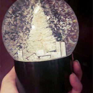 Decoración de la bola de cristal Bola de Nieve árbol en el interior del coche de la novedad especial de Navidad con caja de regalo de
