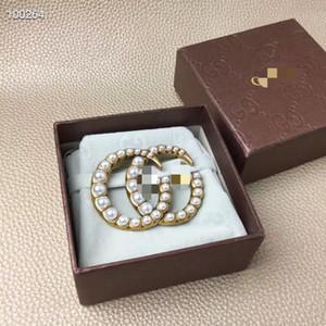 2020 heiße Designer Broschen Perlen Brief Brosche Gold heißen Verkauf kühle Art und Weise Luxus broche mit Box