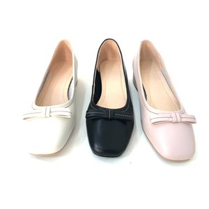 Fine grain leather women's single shoes, comfortable and breathable. The rubber outsole is non-slip and wear-resistant.