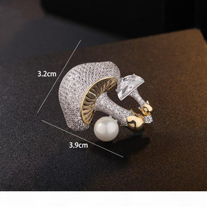 Europe and America Fashion Pins Brooches Yellow White Gold Plated Shiny CZ Mushroom Brooch Pin for Men Women Nice Gift
