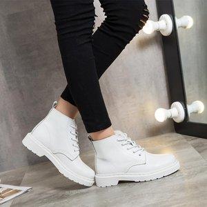 جلد المرأة الجديدة الأبيض الكاحل أحذية منخفضة الكعب شقة قصير الأحذية زوجين للدراجات النارية أنثى الخريف الشتاء أحذية سيدة الشرير