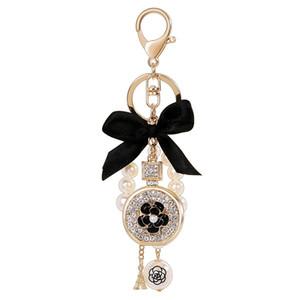 Encantador lindo arco Pearl Flower Botella de perfume Llaveros Nueva Moda Ins Diseñador de lujo Diamante Rhinestone Bag Charms Llaveros Tassel