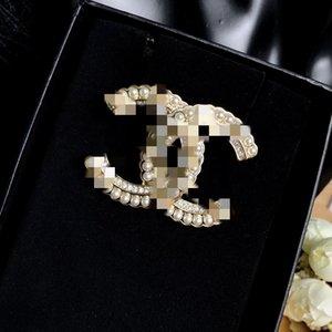 Fashion brooch European and American fashion brooch high-grade pearl brooch