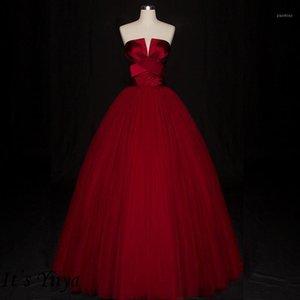 Es ist Yiiya Abendkleider 2019 Elegante Burgunder Ballkleid plus Größe Ärmellose trägerlose bodenlangen Frauen Partykleider E7761