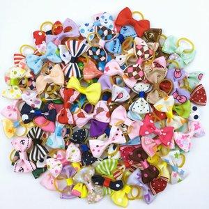 (100 قطعة / الكثير) لطيف الشريط الحيوانات الأليفة الاستمالة زينة مصنوعة يدويا كلب صغير القط الشعر الانحناء مع مرونة المطاط الفرقة 121 الألوان LJ201006