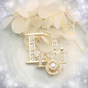 Высокое качество Марка Дизайнер Письмо Золото Серебро Брошь женщин Lady Pearl Rhinestone Письмо Брошь Костюм Laple Pin Мода Ювелирные аксессуары